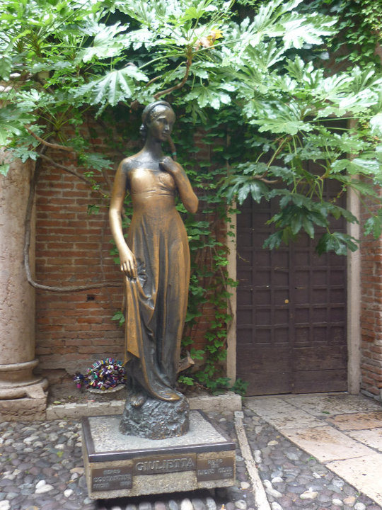 statue of juliet -- touch her boob for luck in love!